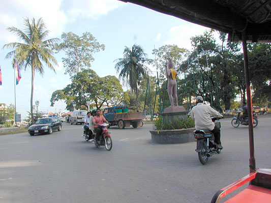 cambodians love their traffic circles